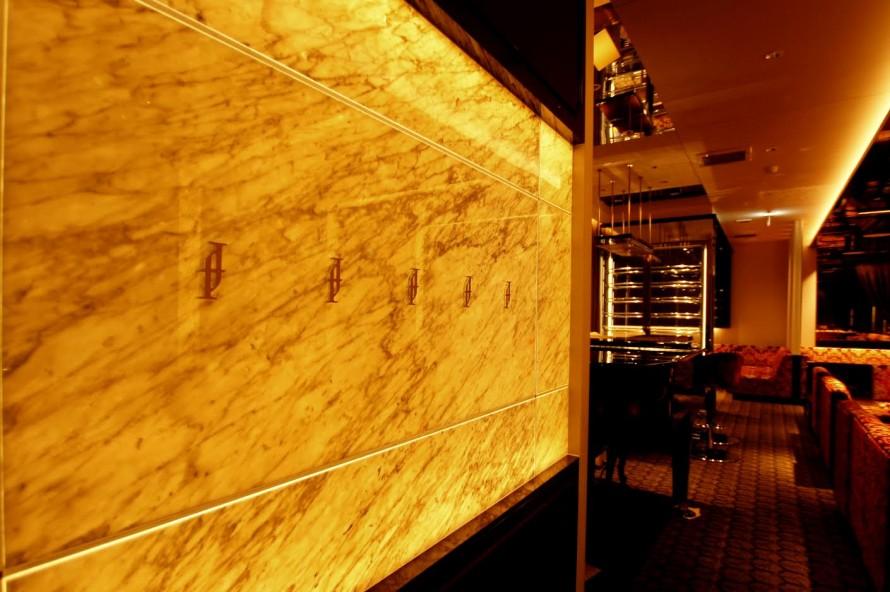 ビアンコカラーラ光壁