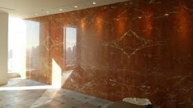 ロッソアリカンテ 大理石壁