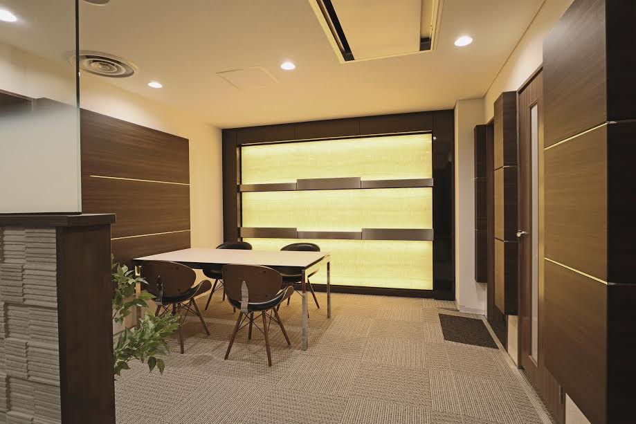オフィス内装 オニキス光壁