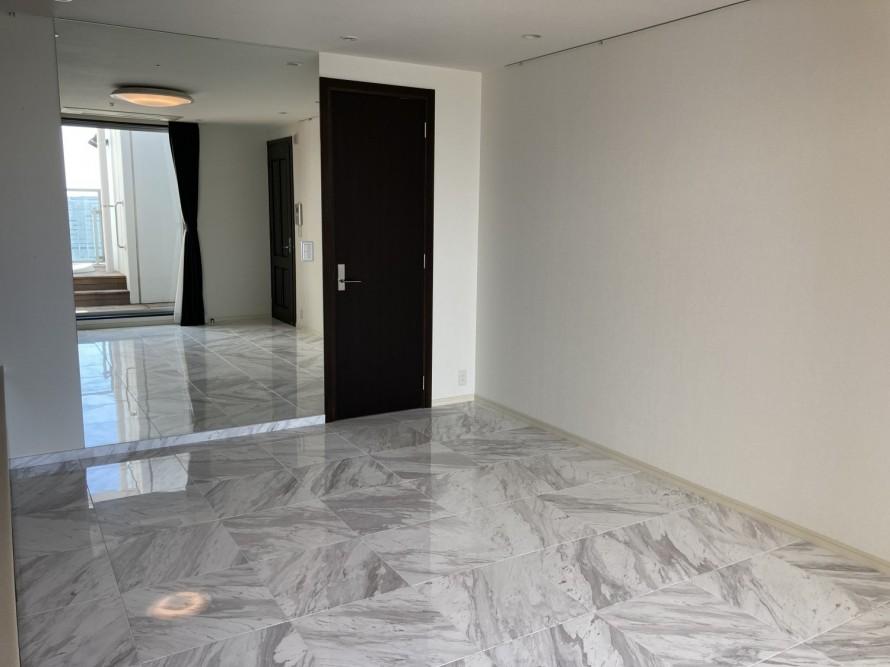 大理石の床 ストーンカバー工法