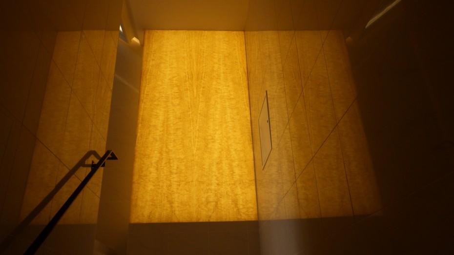 店舗内装光壁