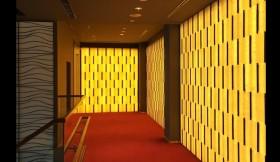 結婚式場内装 オニキス光壁
